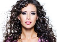 Прически на кудрявые волосы — красивые модели для коротких, средних и длинных волос (125 фото)