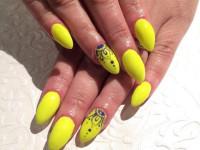 Желтый маникюр — нежный и ненавязчивый цвет в лучших оформлениях дизайна смотрите на фото и видео!