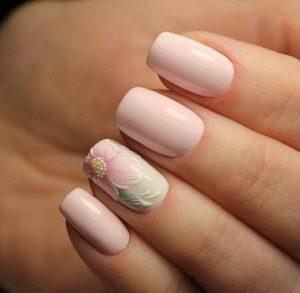 Молочно розовый маникюр