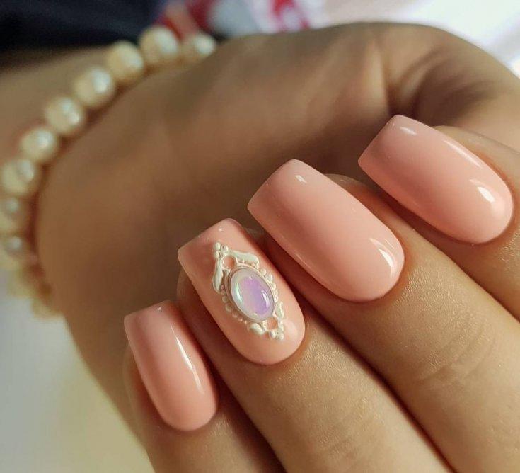 Ногти персиковые с блестками